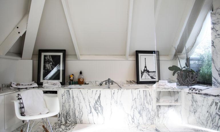 Salle De Bain baignoire en marbre chez aliénor béchu