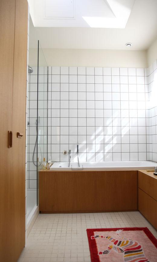 Salle de bains Carrelage Blanc Bois Appartement Paris Marie Gas