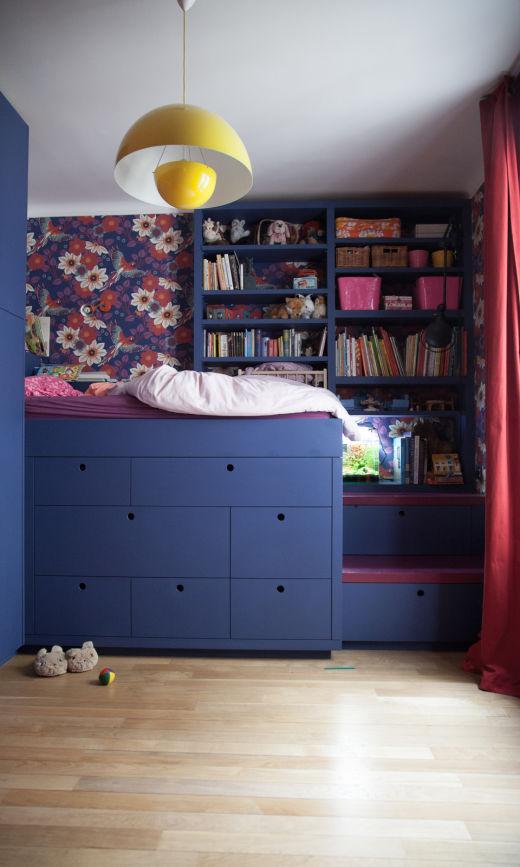 chambre enfant colorée sur-mesure papier peint jazz aqua multicolore au fil des couleurs appartement créatrice chez Bogato Anaïs Bogato