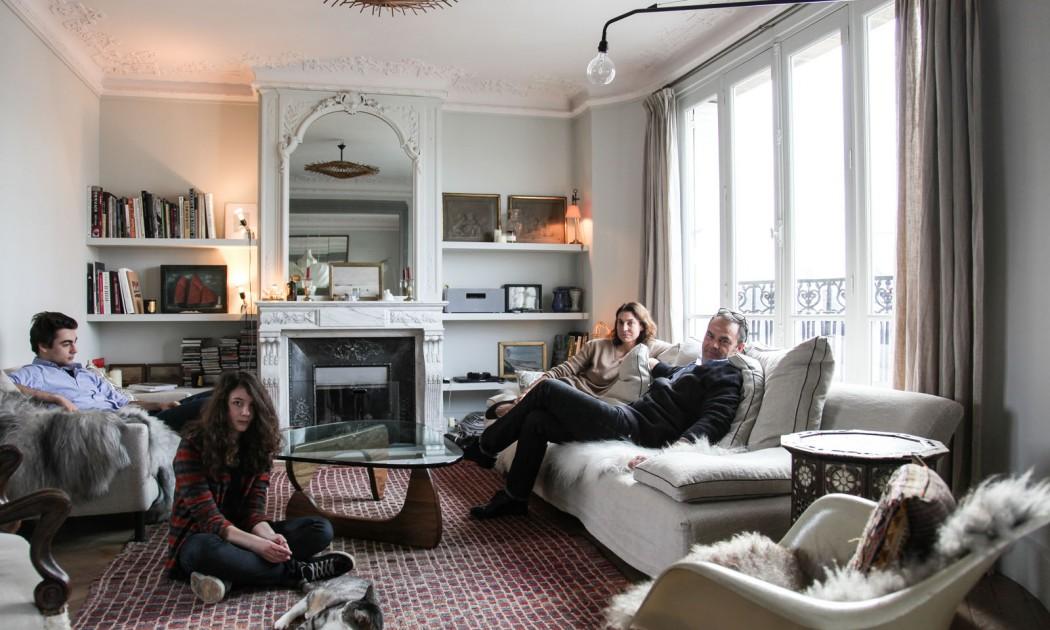 Valérie Lamboi et Lionel du Chatelier, Rose 23 ans, Simon 19 ans, Ella 15 ans et le chat Watteau 11 ans