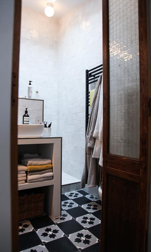 salle de bain famille karine duprez serviettes savon aesop