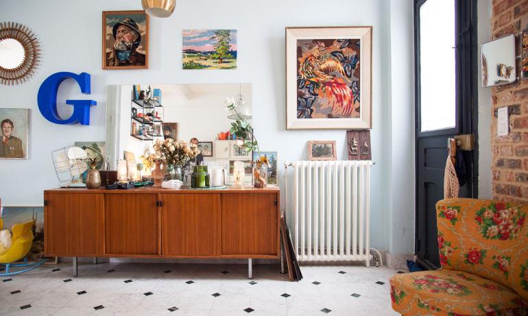 Un intérieur broc coloré et pop chez Mathilde Dupeux