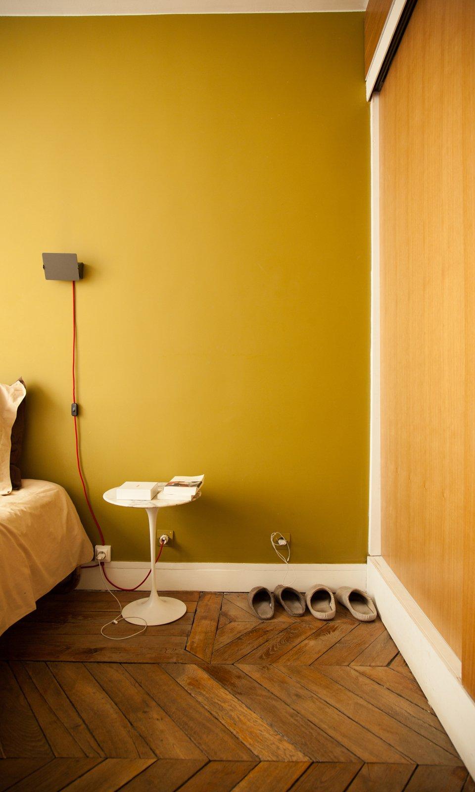 chambre famille sabrina ficarra et cyril laborde table de chevet chaussons