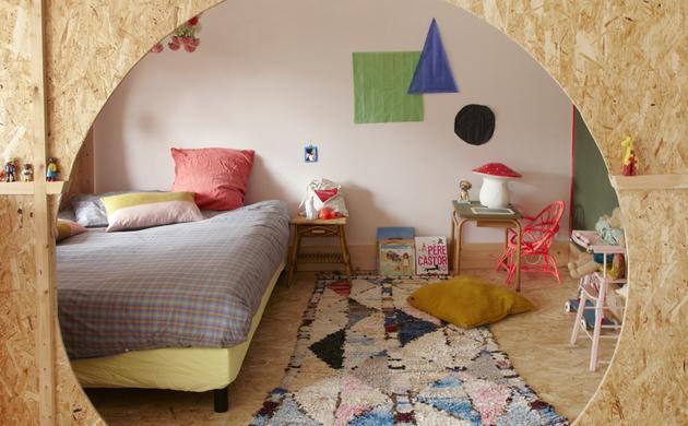 Chambre d'enfant colorée et unique Tapis berbère Affiche graphique Anne Millet