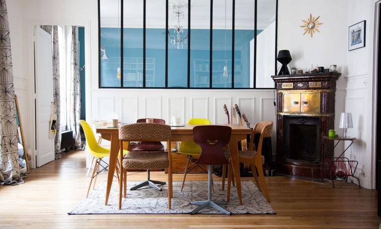 Une table colorée