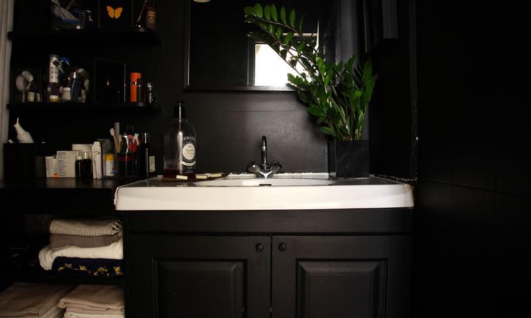 Salle de bain Noire Déco Appartement Paris Augustin Trapenard