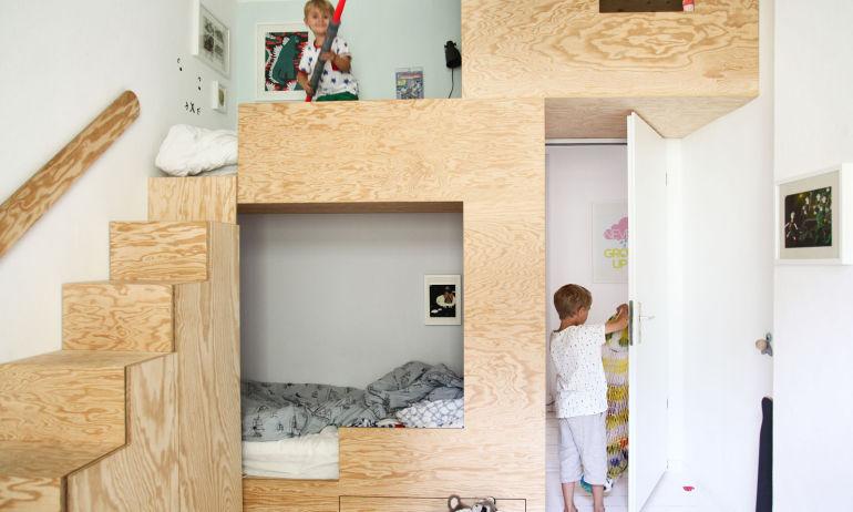 Chambre d'enfant Cabane en pin Création Sina Gwosdzik et Jakob Dannenfeldt Appartement Berlin