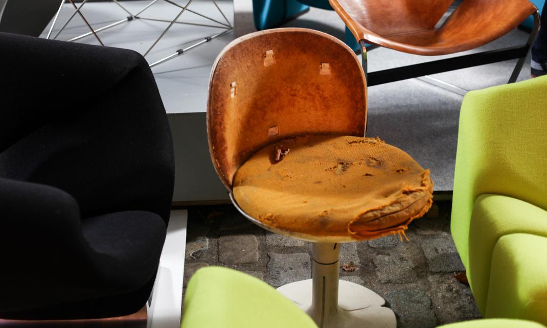 Les puces du design rendent hommage pierre paulin the for Les puces du design