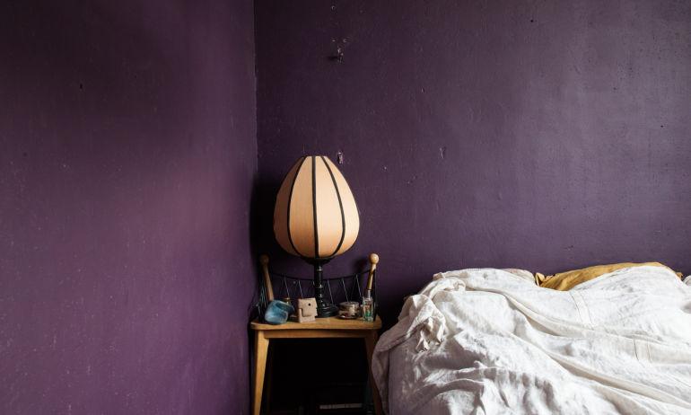 Chambre Peinture Violette Lampe Luminaire Lit Maison Saint Ouen Odin et Archibald