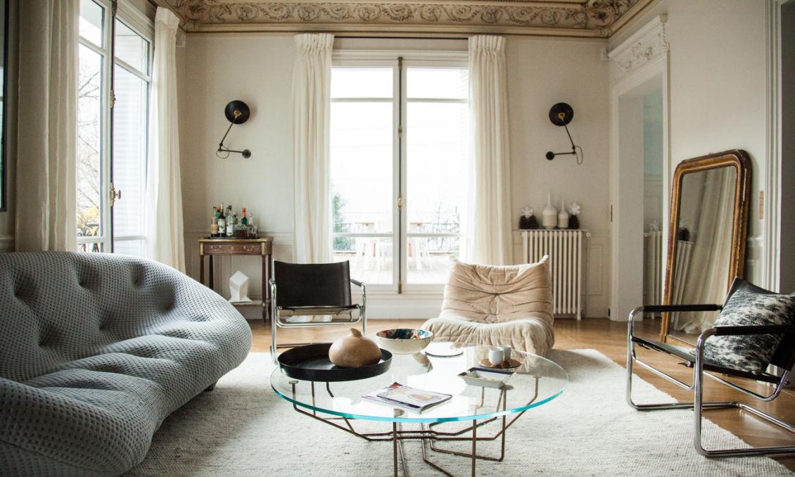 Salon canapé ploum bouroullec togo ducaroy ligne roset vassily marcel breuer appartement paris antonin roy