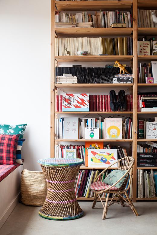 Bibliothèque Bois Rotin Maison Espagne Laia Aguilar