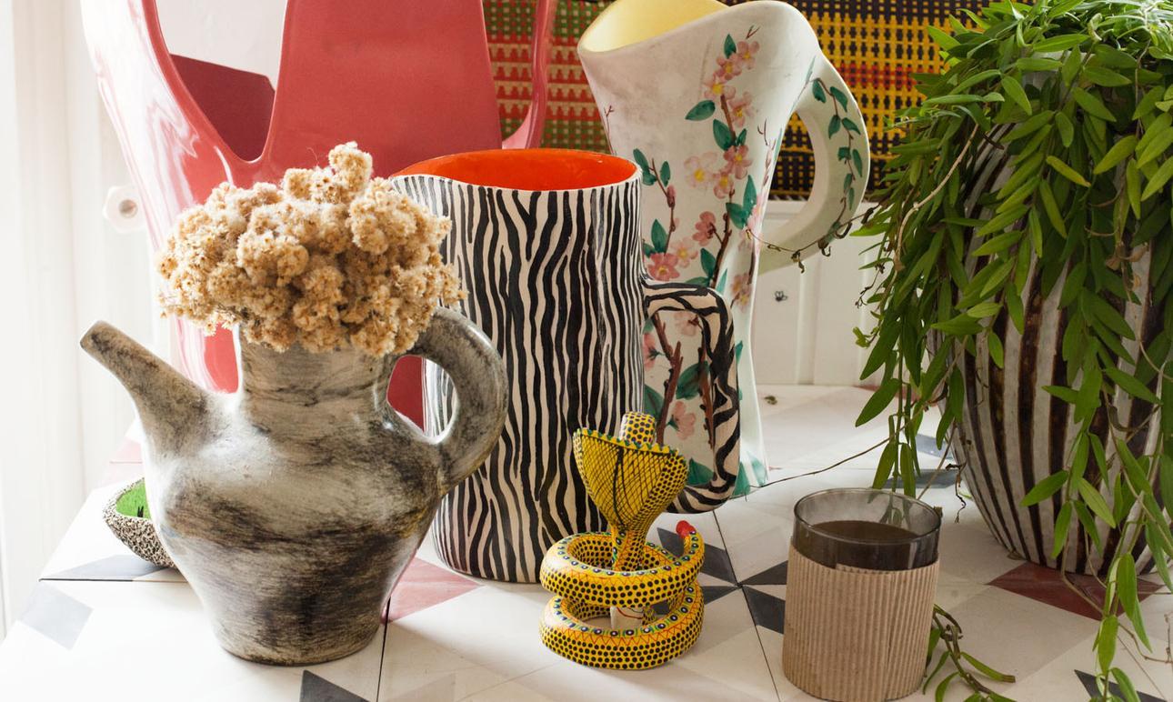 Accumulation de vases en tout genre chez Alix Thompsen