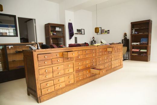 meuble d'atelier dans la boutique cinabre