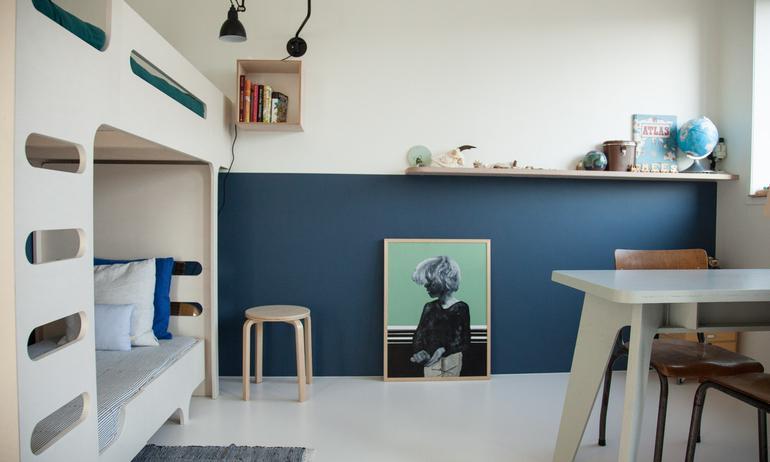 Chambre d'enfant colorée Contraste Bleu et bois Pays Bas Tessa Hop