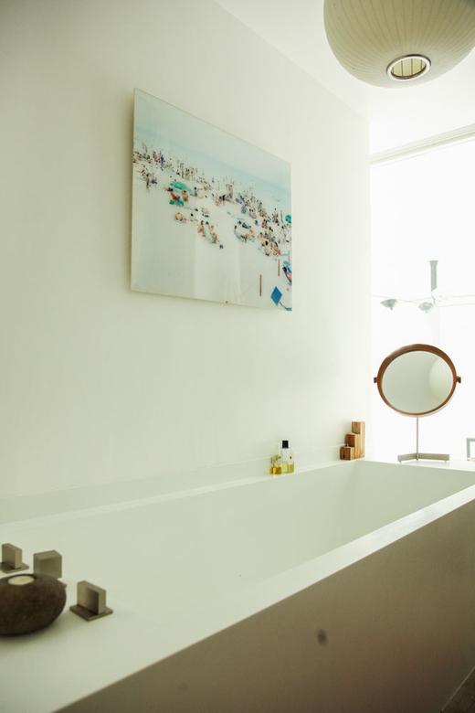 La baignoire chez Ingrid Seynhaeve créatrice de la marque June 7.2