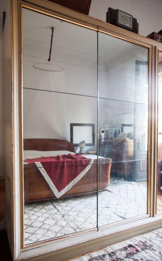 vue chambre à travers le miroir chez stefano