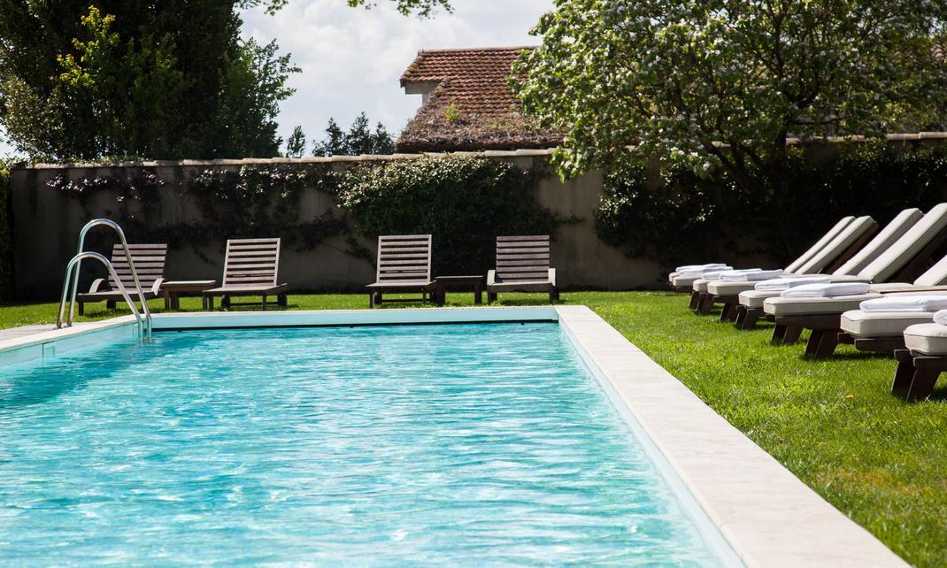 A family escape in the heart of the bordelaise vineyards for Bouillie bordelaise piscine