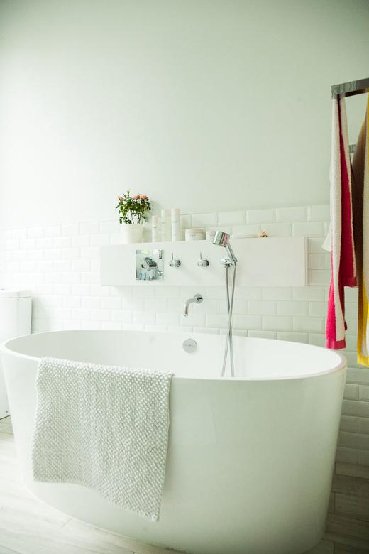 Salle de bain blanche chez Florence Mars