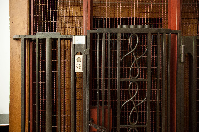 Ascenseur Entrée Bureau Rue D'Uzès Paris Franklin Azzi Architecte