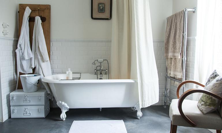 Salle de bain royal roulotte baignoire blanc alexandra nicolas valla