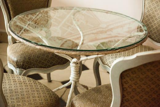 Table et Chaises Le Cercle des Dianes Emily Marant