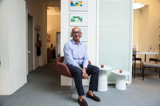 Portrait Didier Krzentowski Bureau Galerie Kreo
