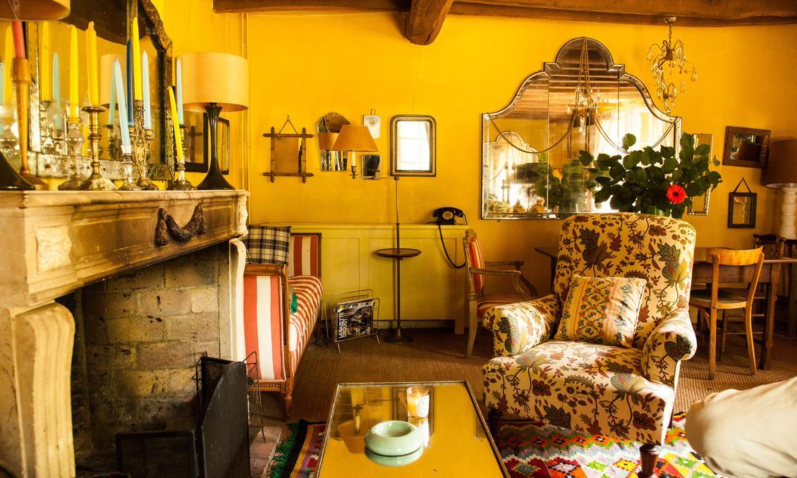 Lumi re sur le jaune the socialite family for Moquette jaune moutarde
