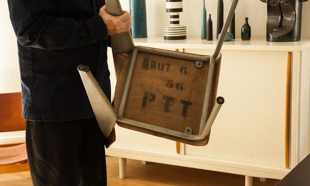 Chaise PTT Jean Prouve Appartement Pierre Le Ny Emilie Urbansky Paris
