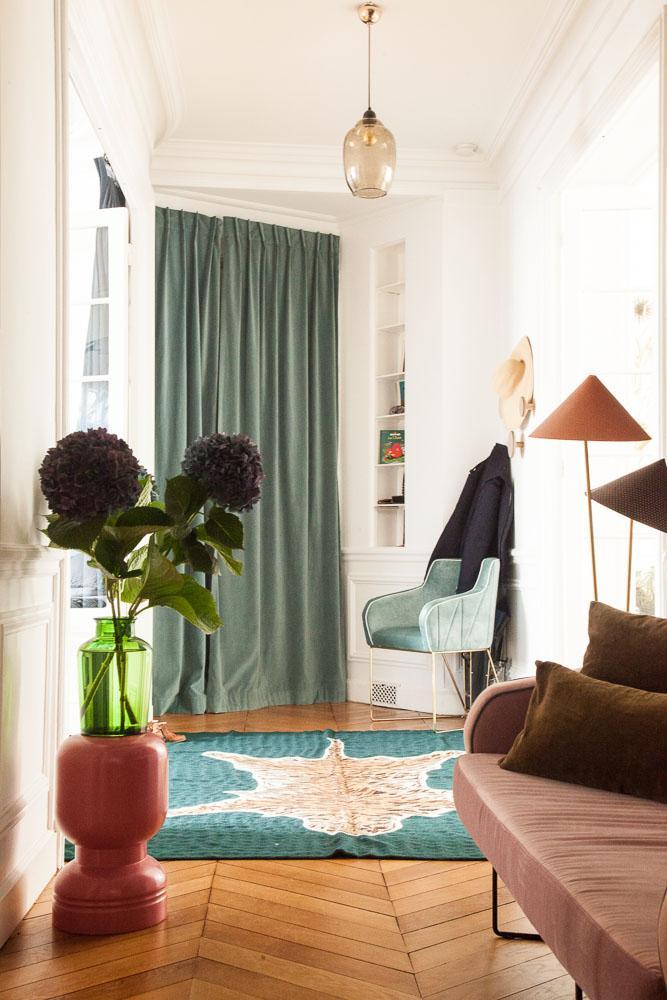 Couloir Appartement Coloré Lumnaire Déco Aroussia Chamak et Henrik Jessen