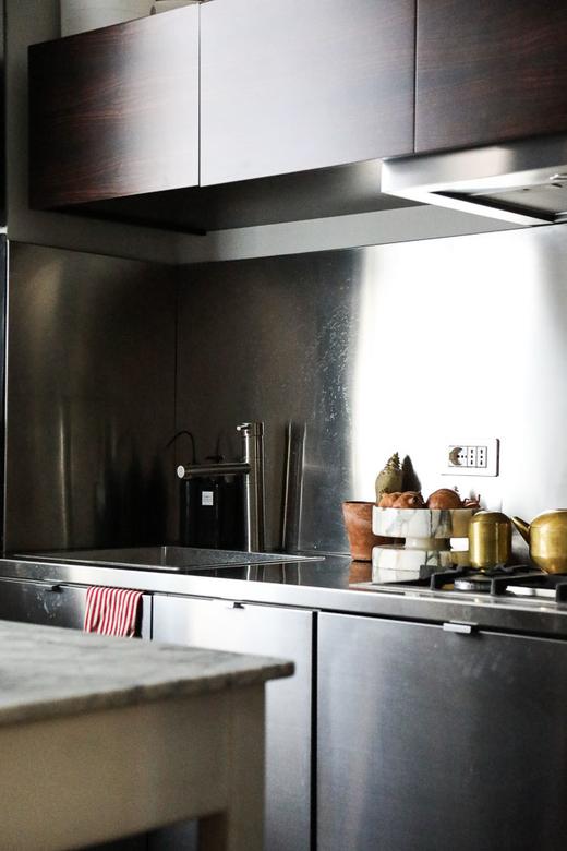 Cuisine en inox Appartement Barbara Ghidoni Architecte Milan