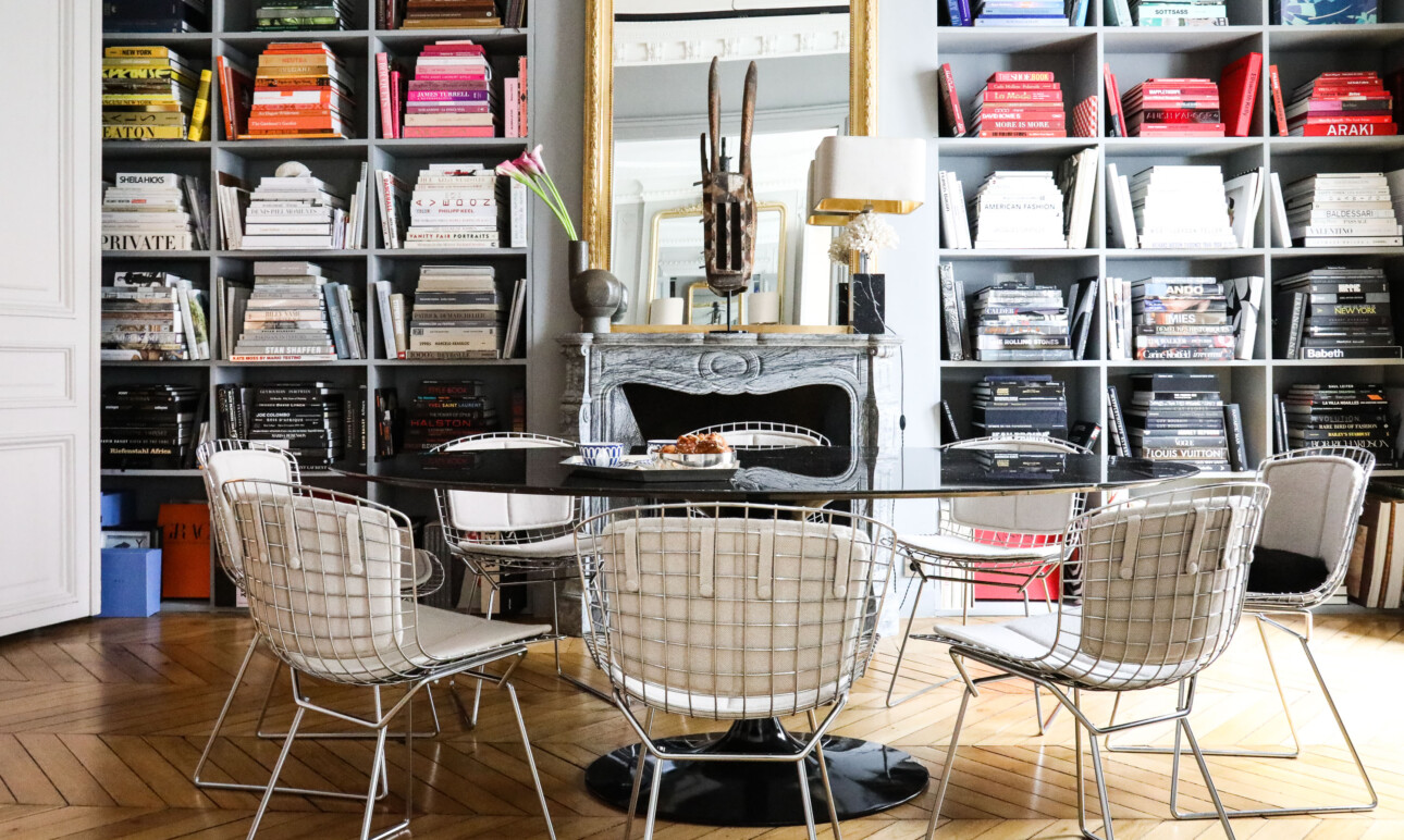 Salle à manger Table knoll marbre noir Chaises Side Harry Bertoia Appartement Paris Marianne Fersing