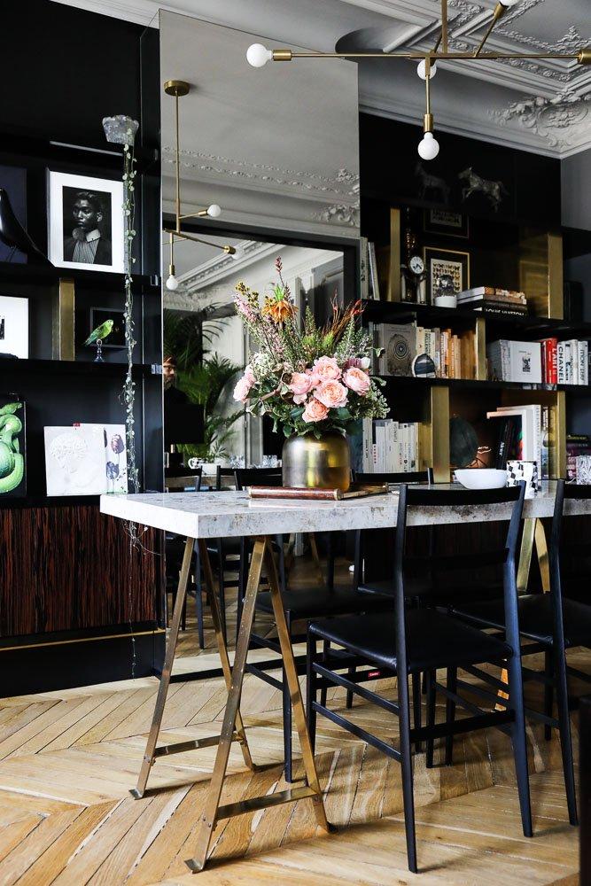 Salon Art Déco Table Tréteaux et marbre Bibliothèque Appartement Paris David Chaplain et Alexandre Roussard