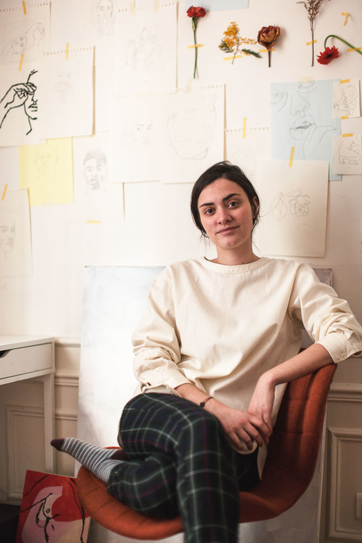 Portrait Artiste Inès Longevial Salon Appartement Paris