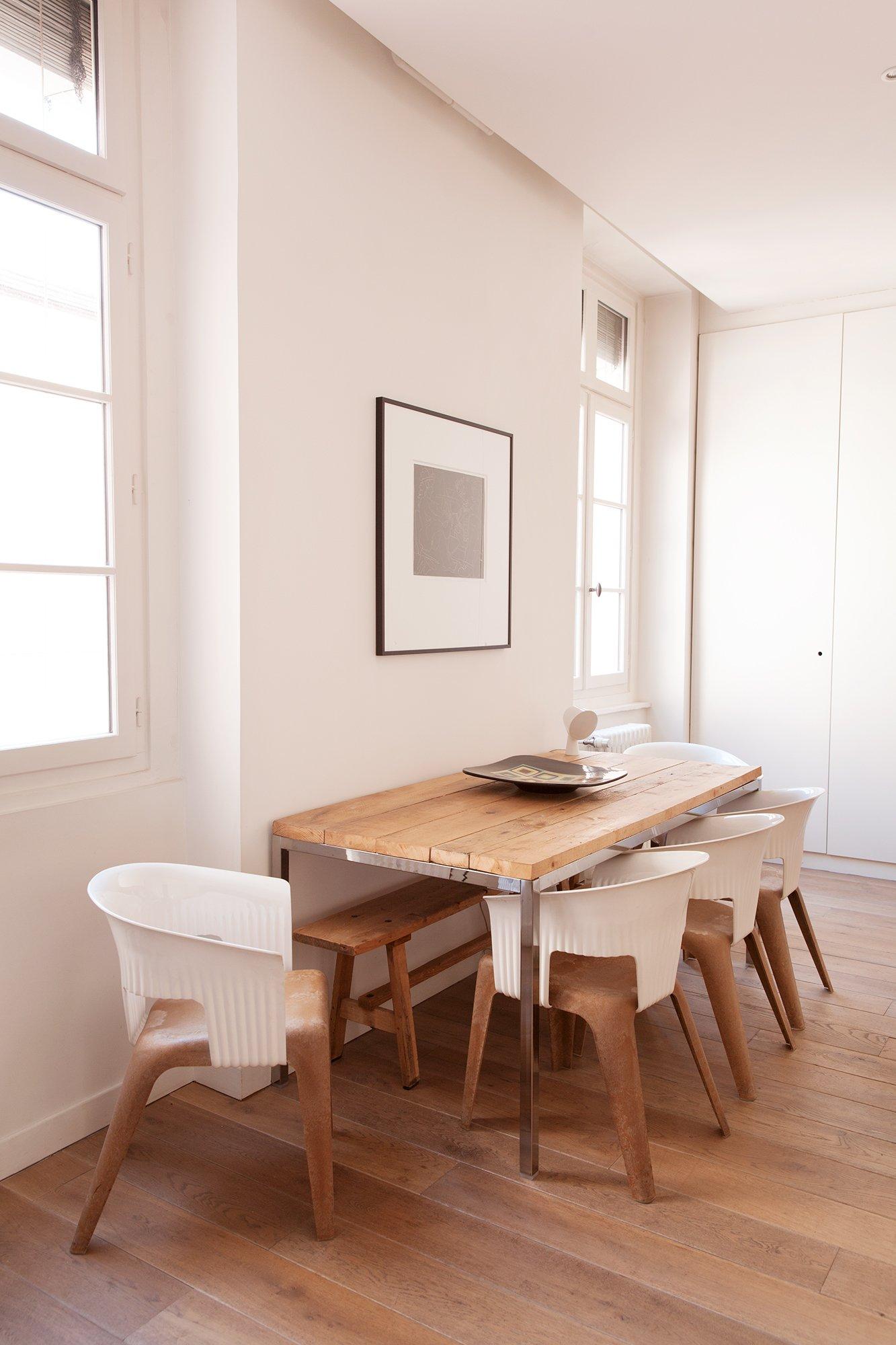 Table Salon Chaises Oeuvre Artiste Gérard Puvis Atelier Lyon