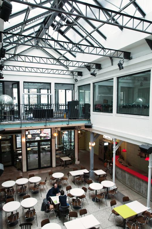 Salle principale Verrière Restaurant Bar La Colonie Kader Attia