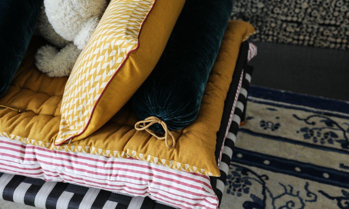 the socialite family et le monde sauvage the socialite family. Black Bedroom Furniture Sets. Home Design Ideas