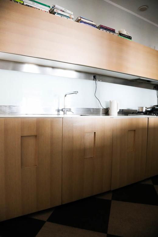 Cuisine bois et armoire Marie-Louise Scio Rome