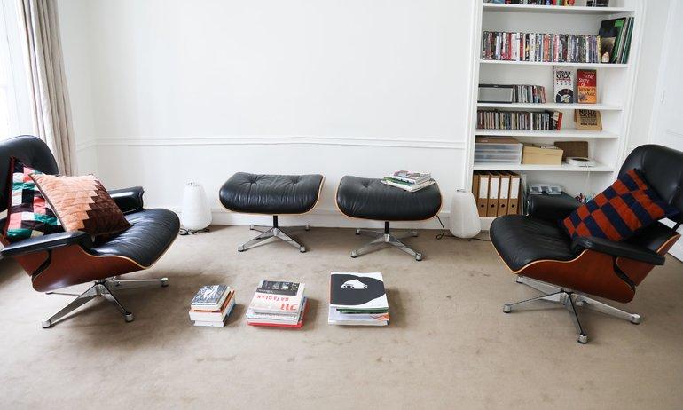 Salon Haydée Touitou Sofia Nebiolo et Sarah de Mavaleix Eames lounge chair Appartement Paris