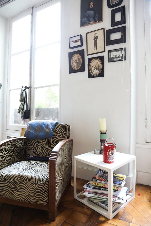 Salon Fauteuil vintage zébré Photographies Appartement Delphine Delafon Paris