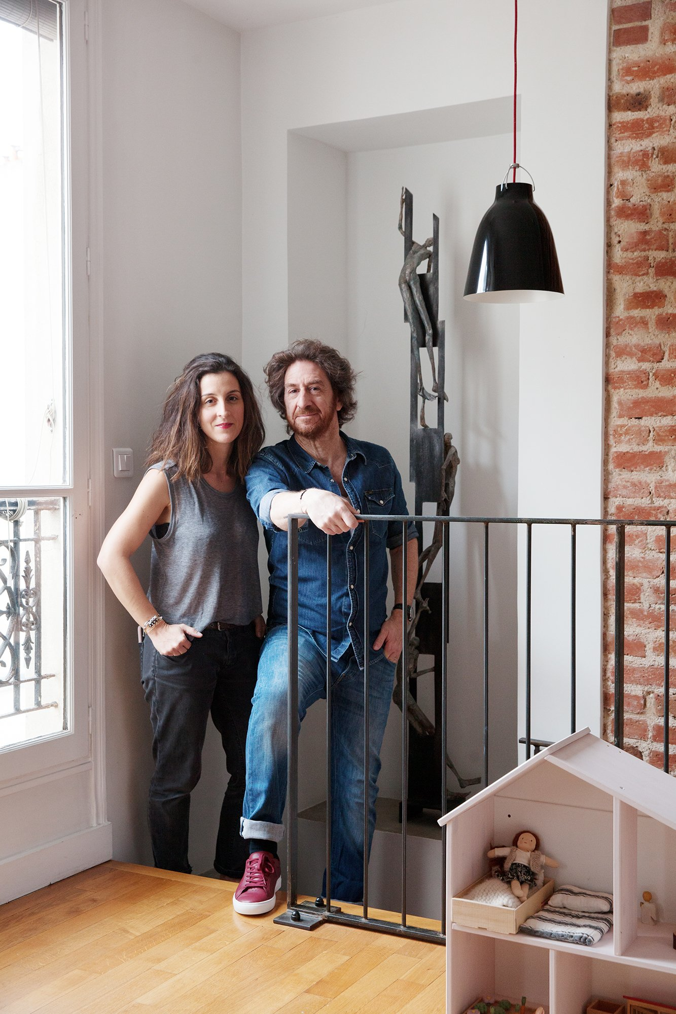Portrait Couple Appartement duplex Paris Nayla Voillemot et Romain