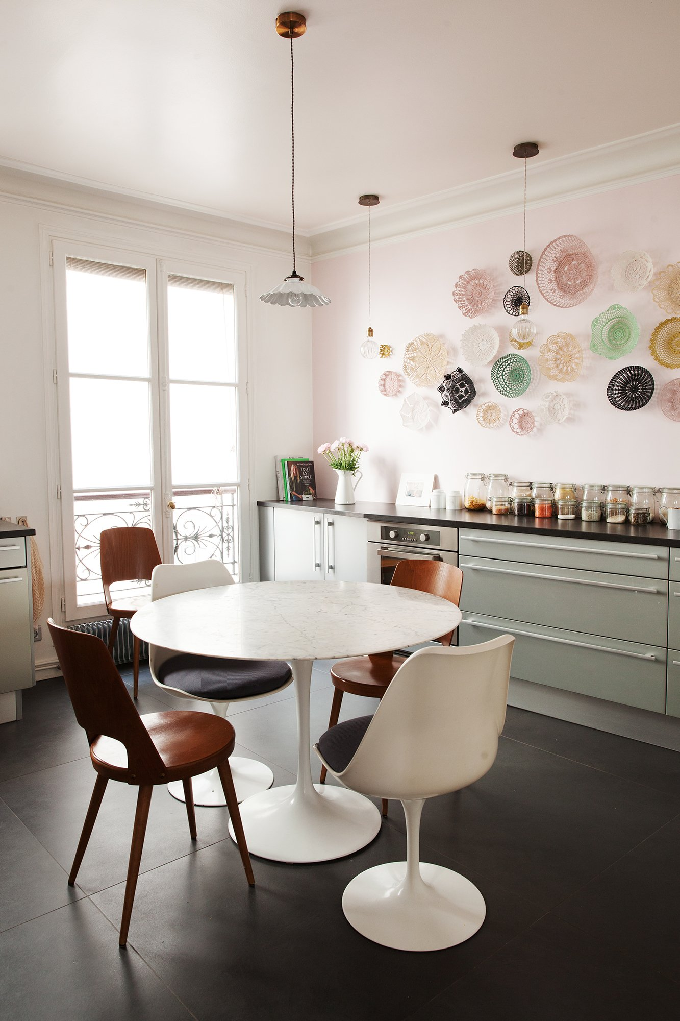 Cuisine Ensemble Saarinen Appartement Duplex Paris Nayla Voillemot et Romain
