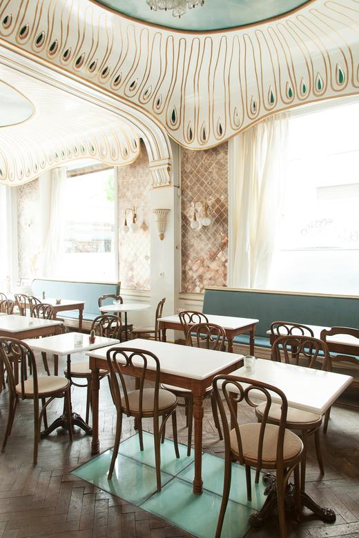 Décoration Salle principale Tables et chaises bistrot Plafond Liberty Restaurant Nicolas Decloedt Hortense and Humus Bruxelles