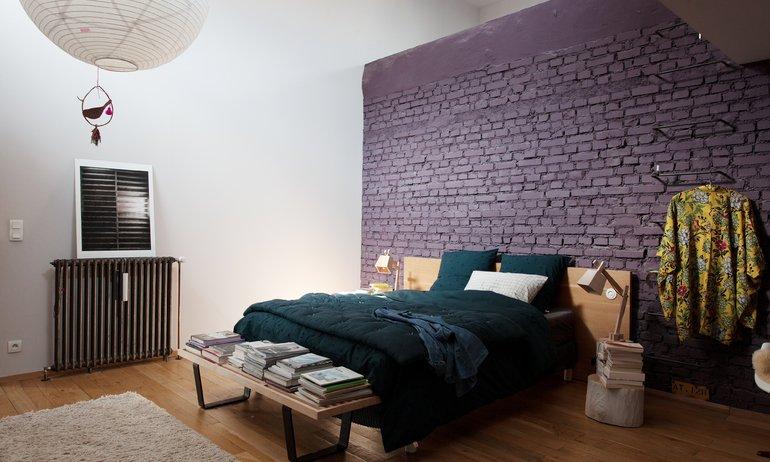 Chambre parentale Mur violet Anne Hubert La cerise sur le gâteau