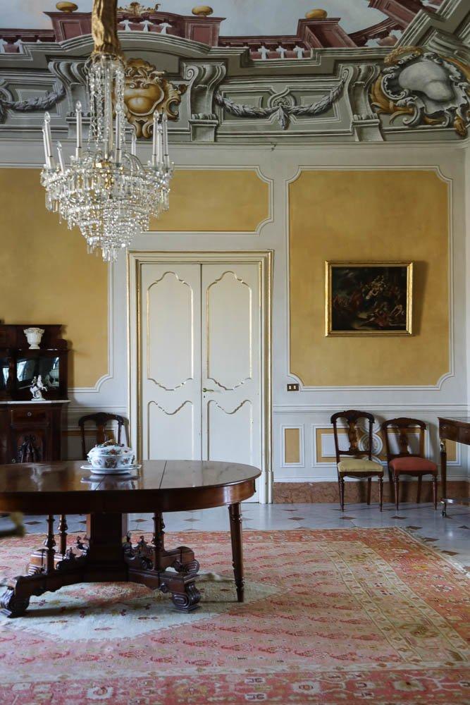 Salon jaune Lustre Villa Tasca Palerme