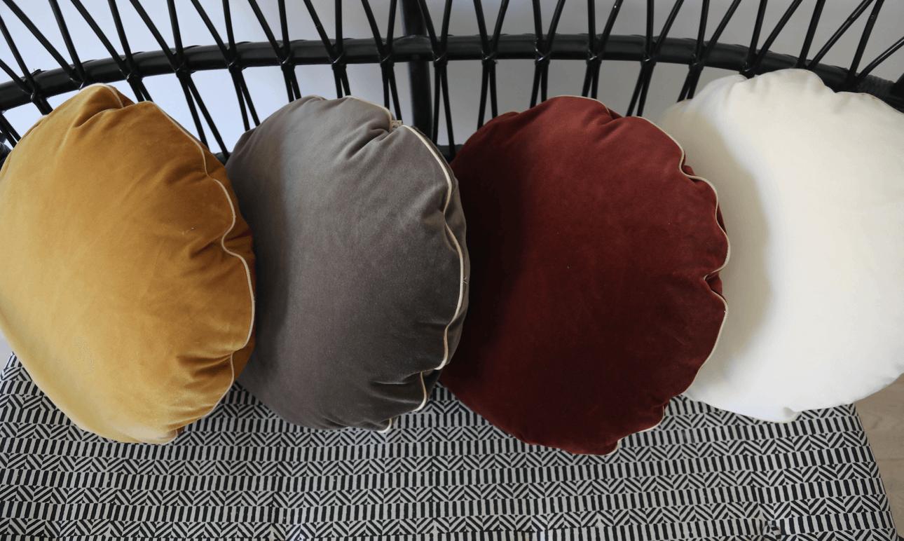 La nouvelle collection de coussins ronds <br> The Socialite Family