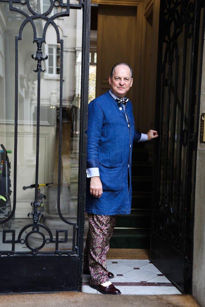 Portrait Gert Voorjans Entrée Appartement parisien Paris
