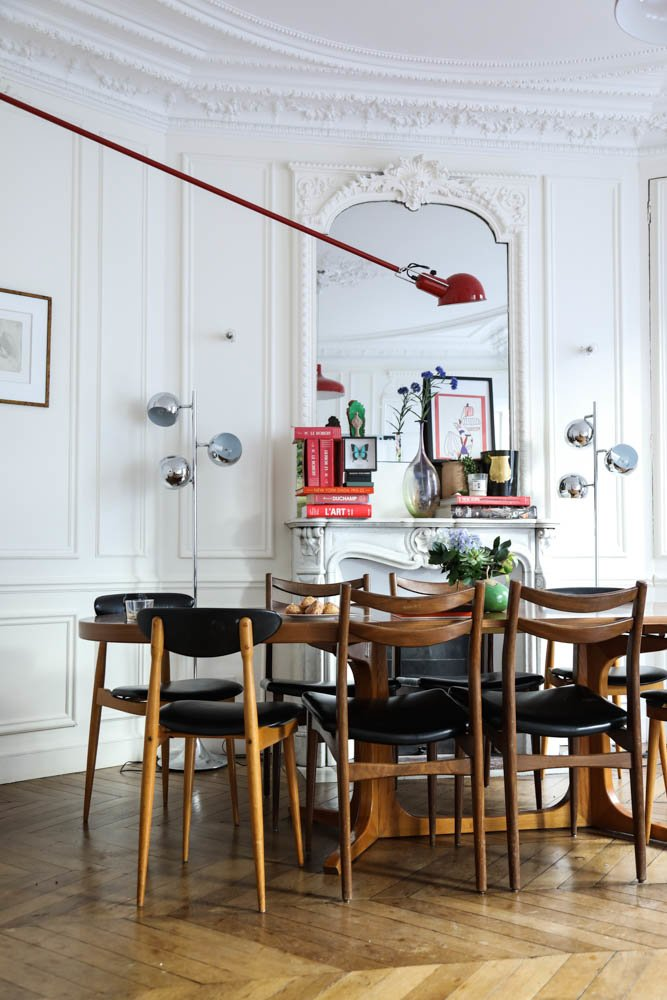 Salle à manger Chaises vintages Luminaires Romancières Soeurs Anne et Claire Berest