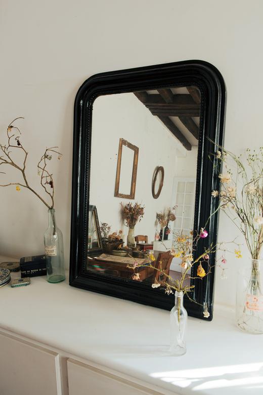 Salon Atelier Jeanne Paris Fleurs séchées Vases en verre Miroirs Maison de campagne