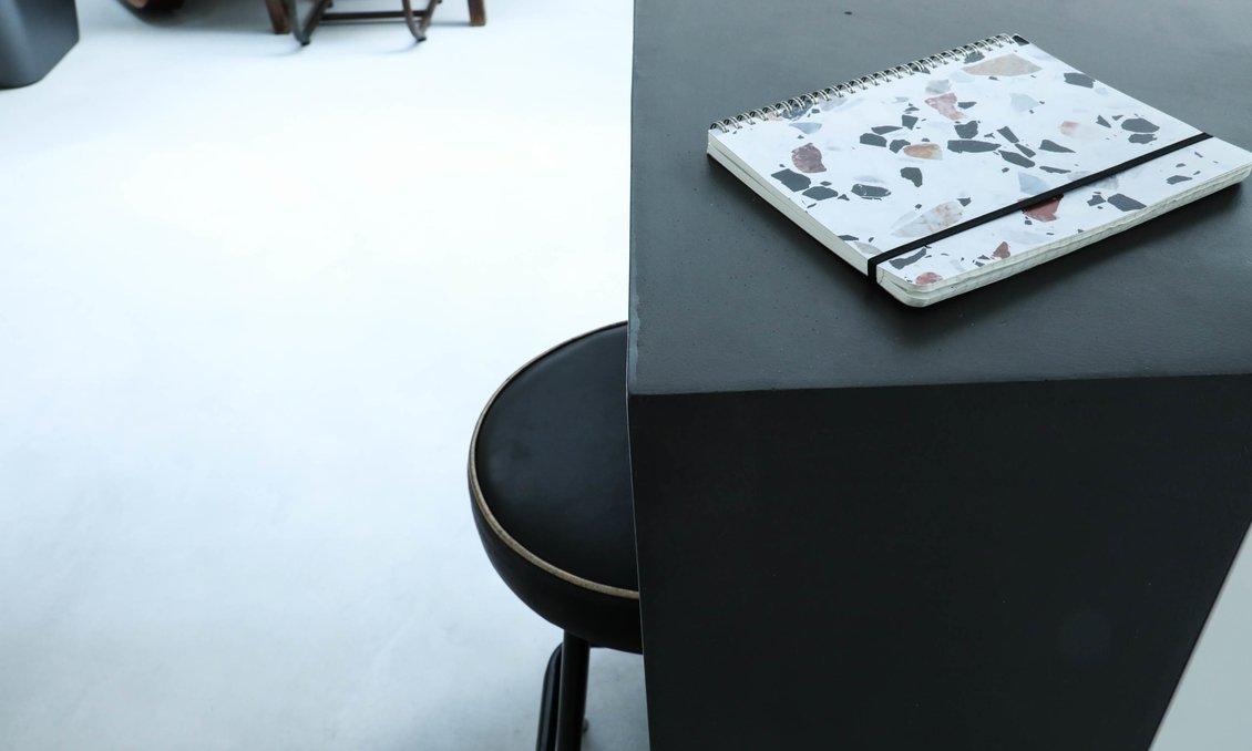 Table salle à manger carnet terrazzo the socialite family cuisine ouverte gwendoline porte maison londres