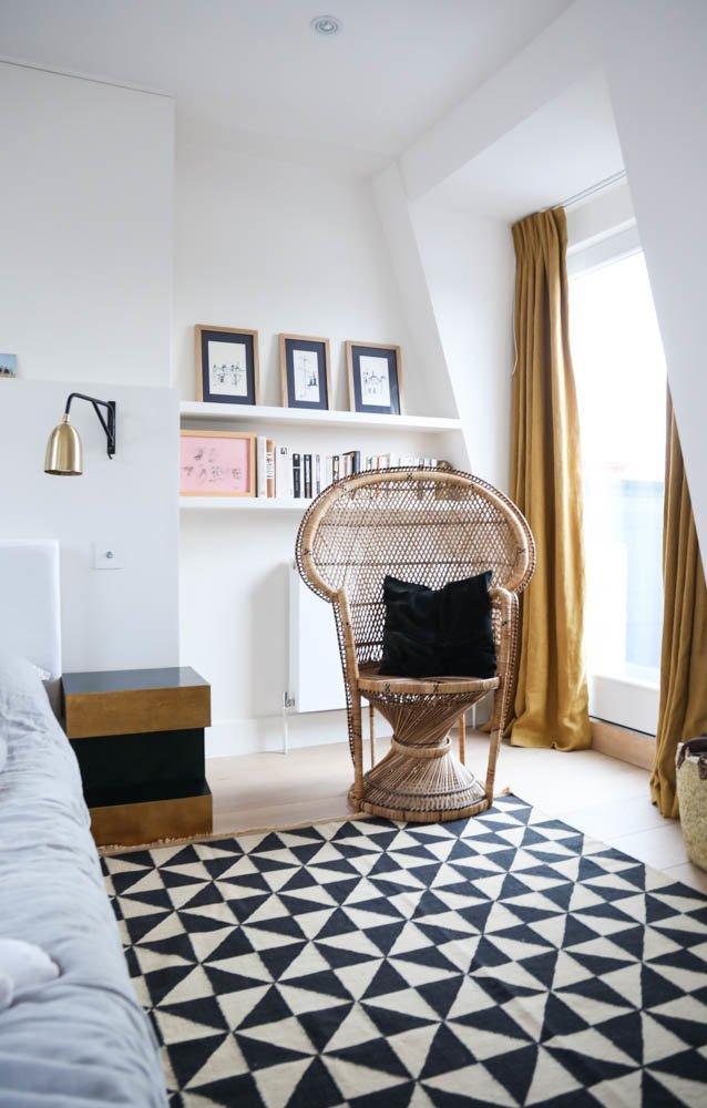 Chambre Fauteuil en rotin Emmanuelle Gwendoline Porte Maison Londres
